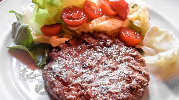 carne con insalata mista - Cipiglio, Florence