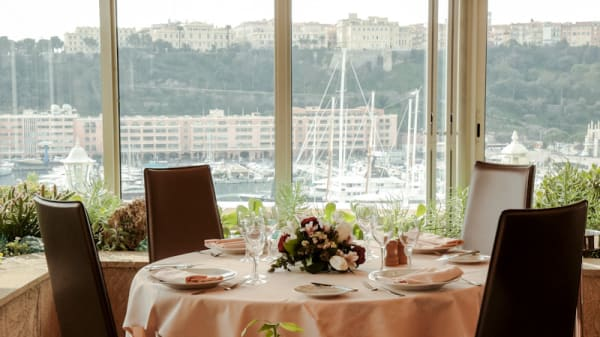 Table et terrasse - Le Saint Benoît, Monaco