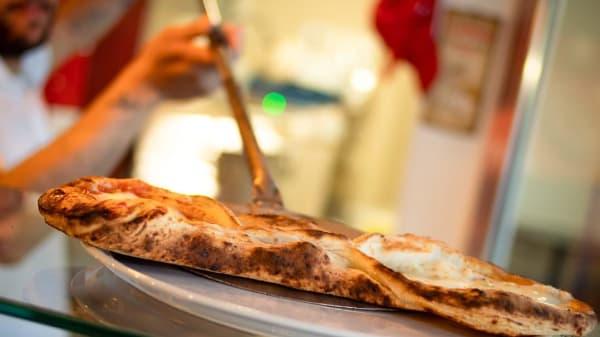 calzone - Madness Pizza Caffè, Gaeta