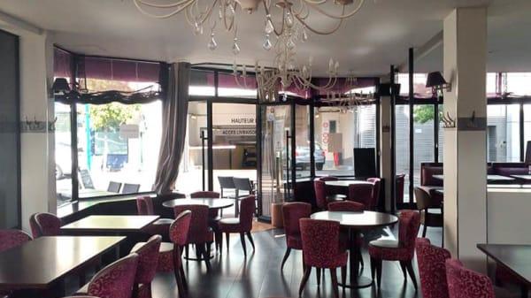 Vue de la salle - Le Cheval Blanc, Suresnes