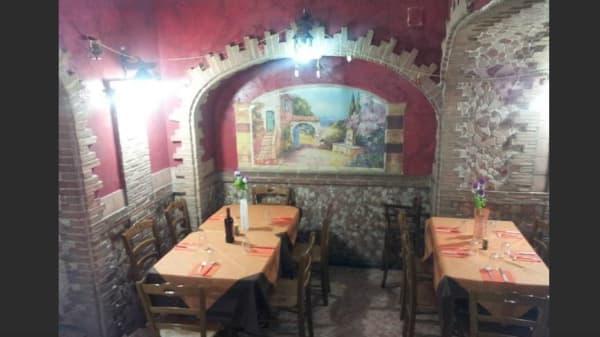 saletta quasi medievale - Taverna Del Mangione, Napoli