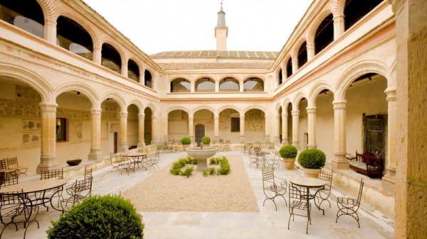 Vista Claustro Interior - Claustro de San Antonio El Real, Segovia