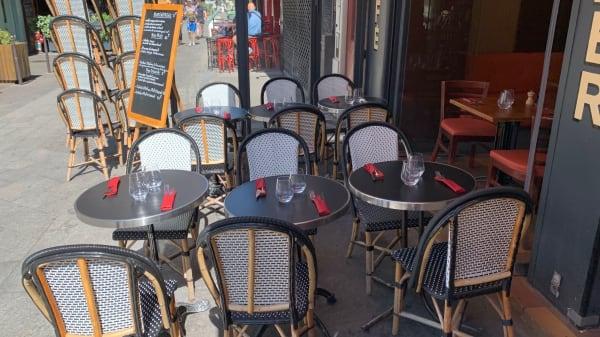 Terrasse - Le Chant des Voyelles, Paris