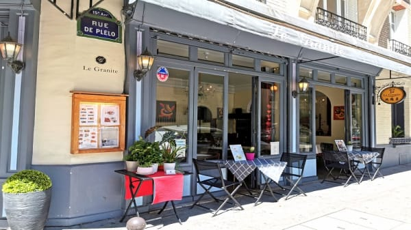 facade - Le Granite, Paris