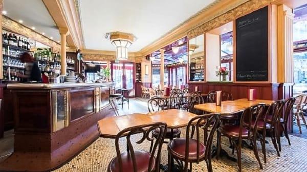 Salle du restaurant - Au Chien Qui Fume, Paris