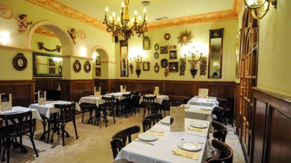 Salón grande elegante - Café Vergara, Madrid