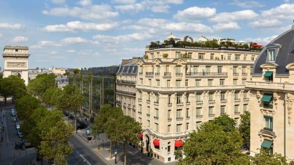Façade - Raphael Le Restaurant, Paris