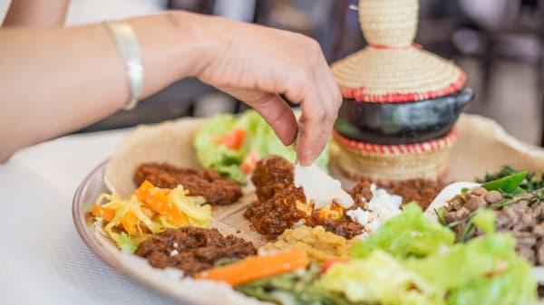 Plat traditionnel, se mange avec les doigts - Massawa, Paris