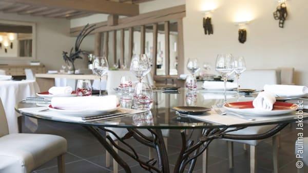 Table Lartisien - Le Bec Au Cauchois Restaurant Pierre Caillet, Valmont