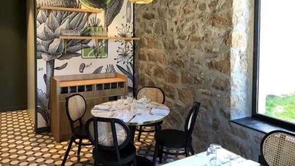 Salle de restaurant avec vue sur le parc  - L'Orangerie - Casino Partouche Saint Galmier, Saint-Galmier
