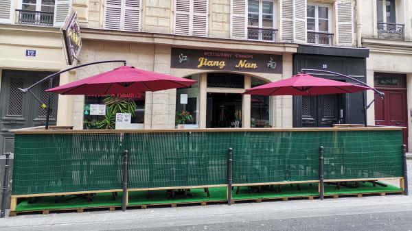 Jiang Nan, Paris