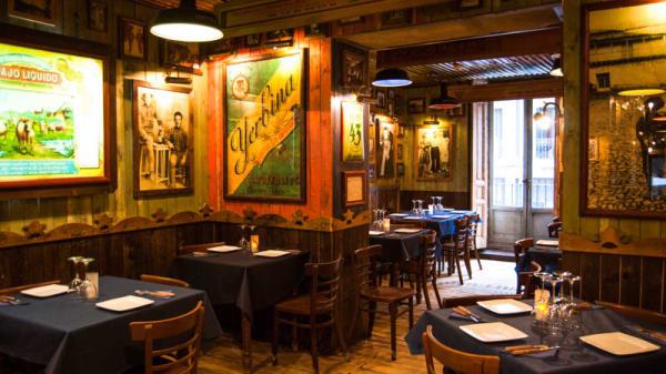 Salón de Taberna Corrientes - Taberna Corrientes, Madrid