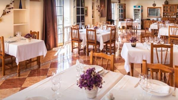 Sala del restaurante - Verna's, La Camella