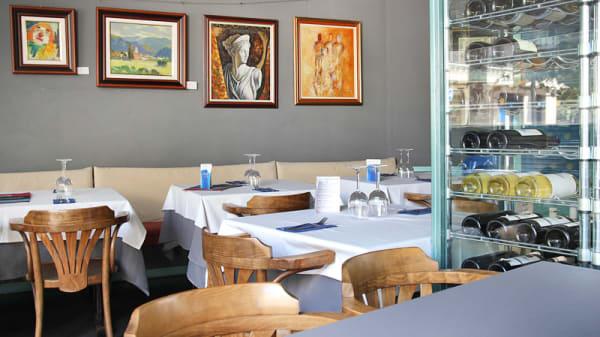 Vista mesas y cuadros - Zian, Barcelona