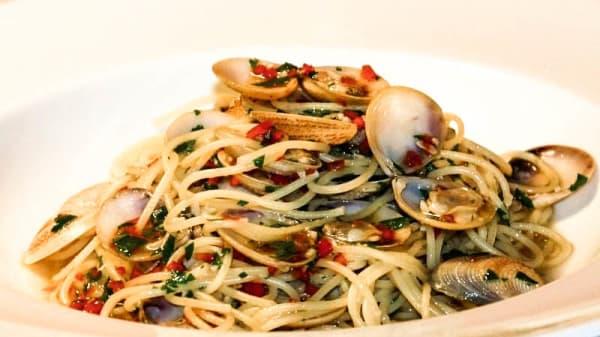 Spaghetti con le vongole - L'osteria, Naples