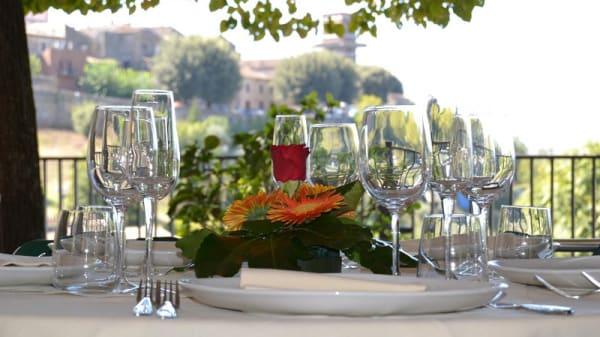 Particolare tavolo - Il Convento, Otricoli