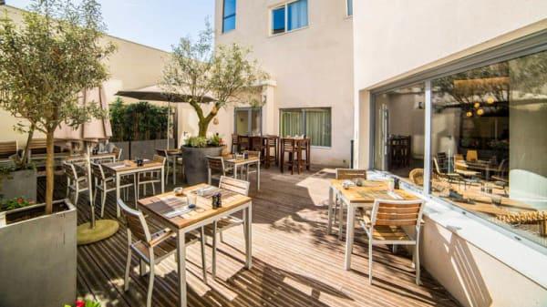 Terrasse - Kitchen and Bar by Courtyard Arcueil, Arcueil