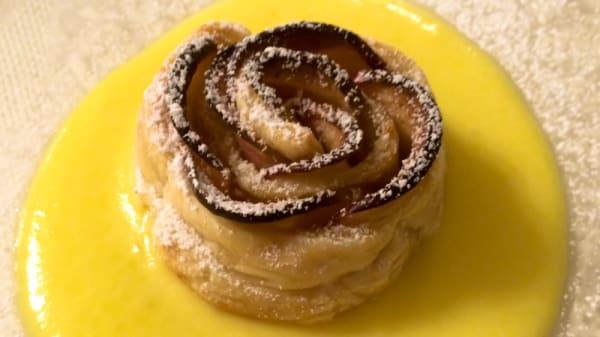 Sfogliatina di mele con crema allo zafferano - Ristorante Alcide, Poggibonsi