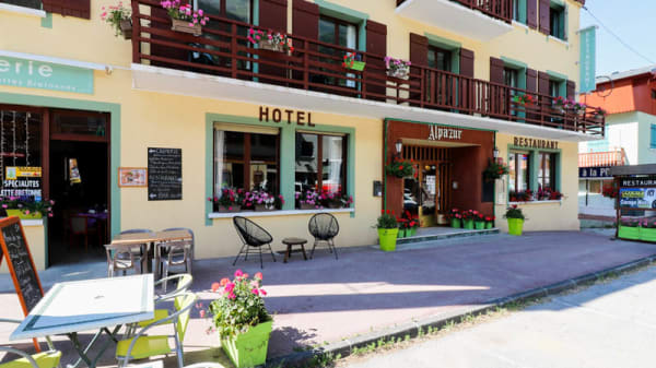 Terrasse - Alpazur restaurant, Lanslebourg-Mont-Cenis