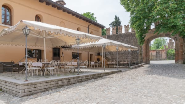 Esterno - Nonno Rossi, Palazzo Rossi