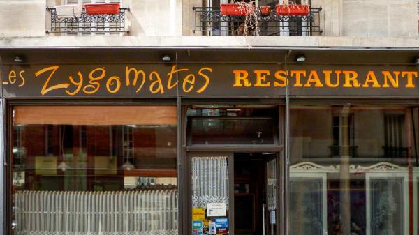 Les Zygomates, Paris