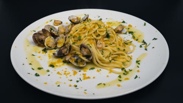 Spaghetti Vongole e Bottarga - Hosteria Farina, Latina