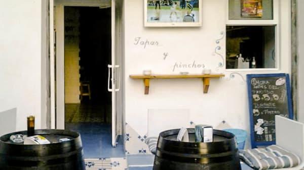 Entrada y terraza - Cerveceria La Fresquita, Redovan