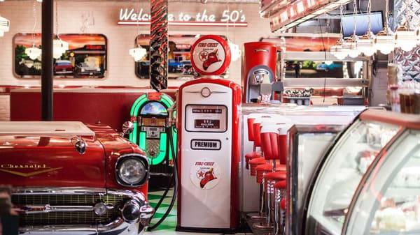 Big Moe's Diner - Aldgate, London