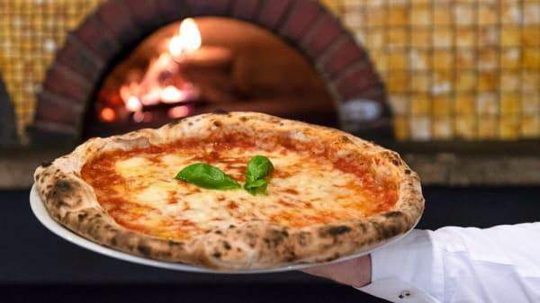 Pizza - Pizza Forum al Colosseo, Rome