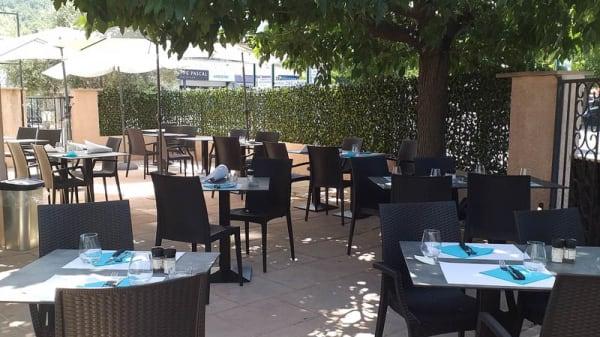 La terrasse - L'Entracte, Auriol