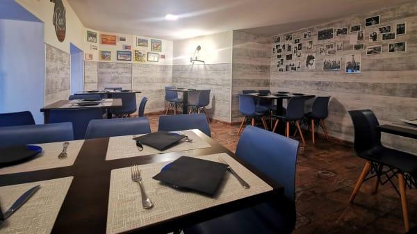 Salón primera planta  - Raíces Restobar, Madrid