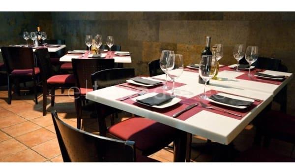 Vista de mesas - Bar Mundi, Madrid