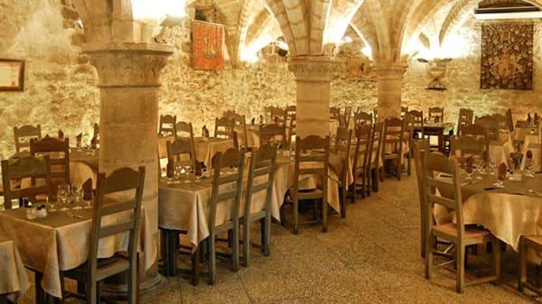 salle - Le Gril des Barbares, Senlis