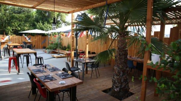 Terrasse - Pro Race Café, Le Crès