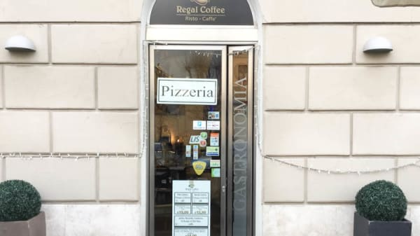 entrata - Regal Coffee, Rome