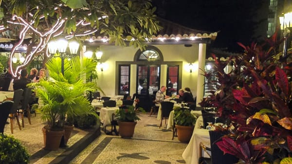 O Dragoeiro, Funchal