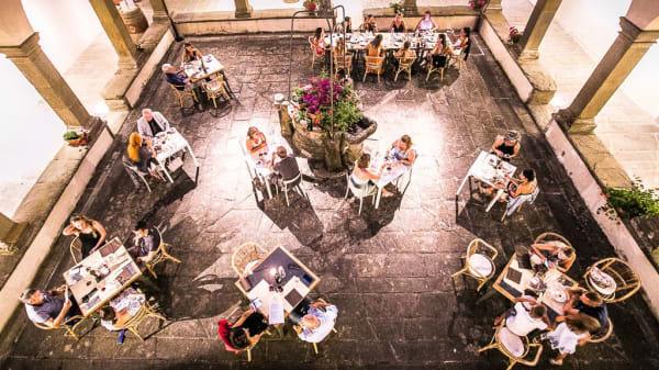 Il suggestivo chiostro della Casa Chianti Classico - Casa Chianti Classico, Radda In Chianti