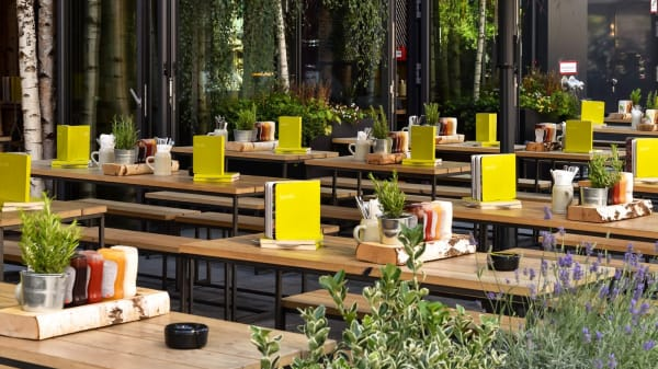 HANS IM GLÜCK Burgergrill & Bar - Berlin MERCEDESPLATZ, Berlin