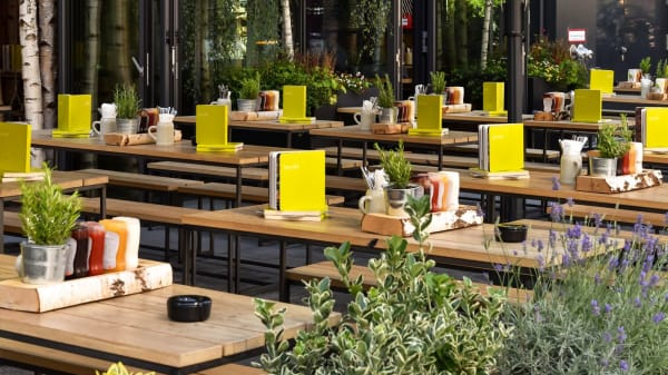 HANS IM GLÜCK Burgergrill & Bar - München ARABELLAPARK, Munich