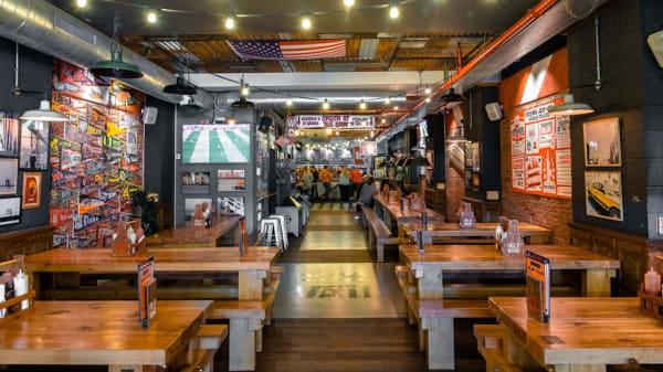 Sala - CocoVail Beer Hall, Barcelona