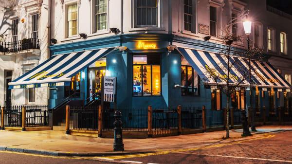 Entrance - Mucci's, London