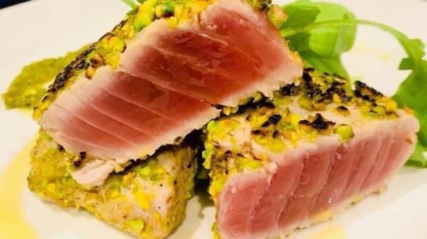 Filetto di tonno in crosta di pistacchio - SpicyWine Bistrot, Olgiate Olona
