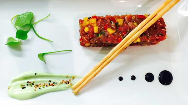 Tartare de thon rouge mangue et coriandre mayonnaise au wazabi - Le Perron, Genève