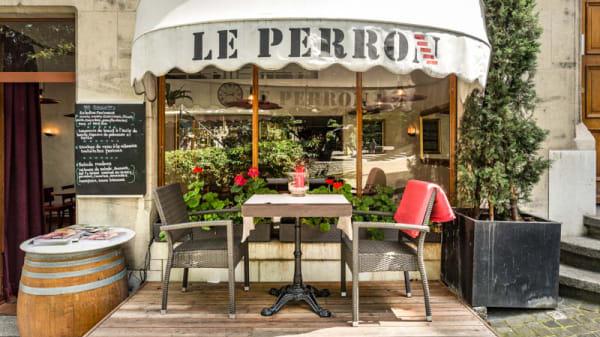 Façade - Le Perron, Genève