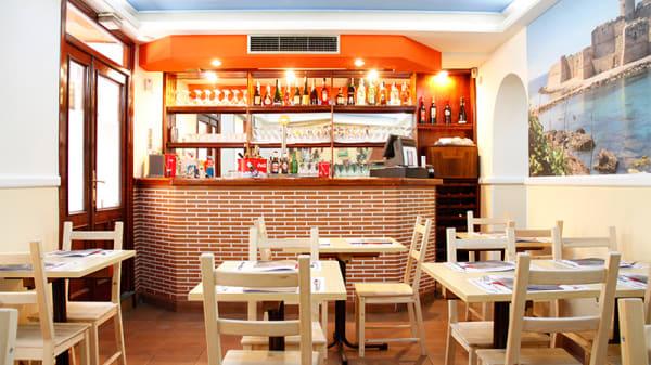 Barra - Pizzeria Trattoria Calabrisella, Madrid