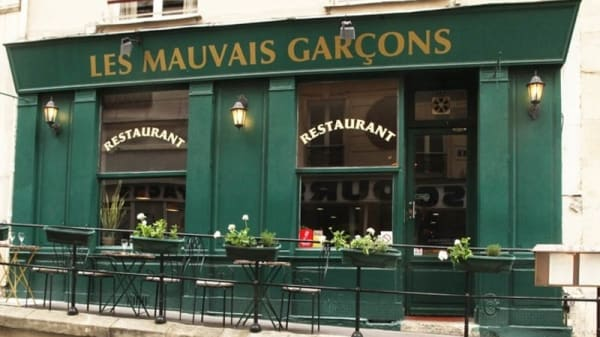 Façade - Les Mauvais Garçons, Paris