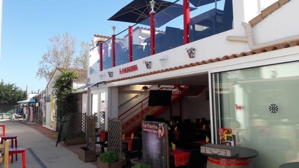 facade - La Casita, Vias