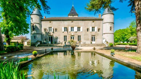 Façade - Un Passage au Château, Varennes-lès-Mâcon