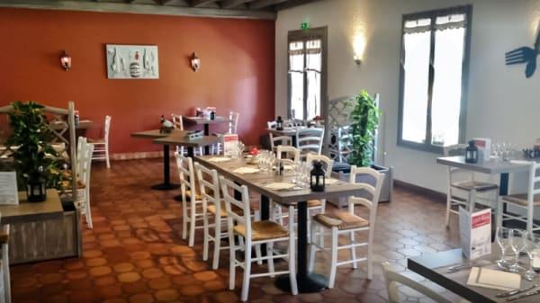 Salle du restaurant - La petite Auberge, Margueron