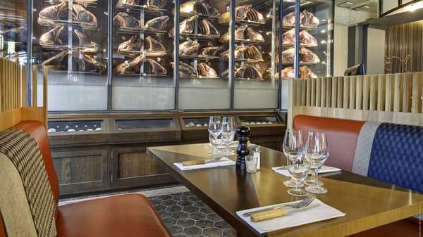 Table dressée - La Maison de l'Aubrac, Paris
